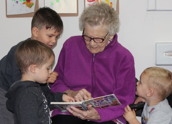 Intergenerational-Experiences-at-MercyCare.jpg